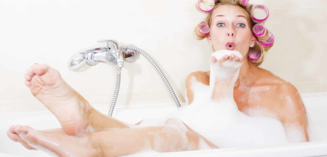 How To Use a French Bathtub to Shower and Wash Hair? • French Today