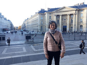 french immersion adult student in paris