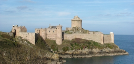 learn french fort la latte brittany