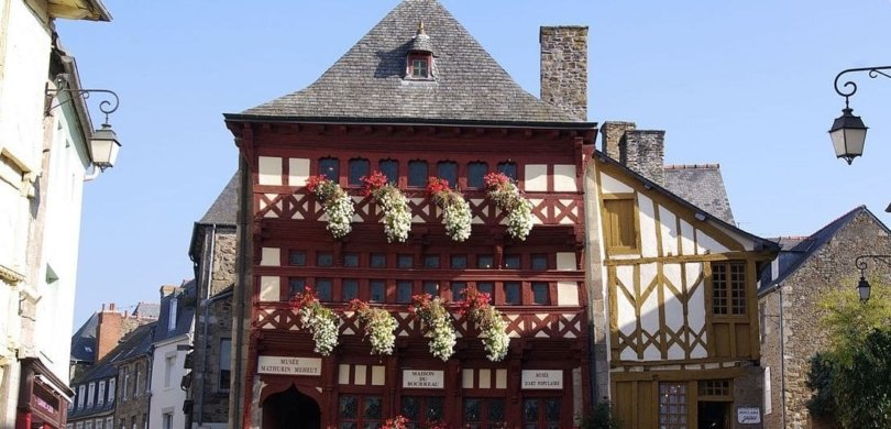 visit brittany bilingual story
