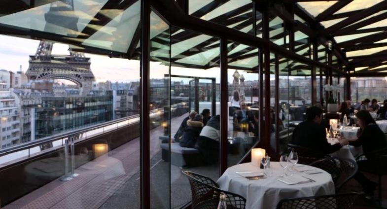paris restaurant eiffel tower view