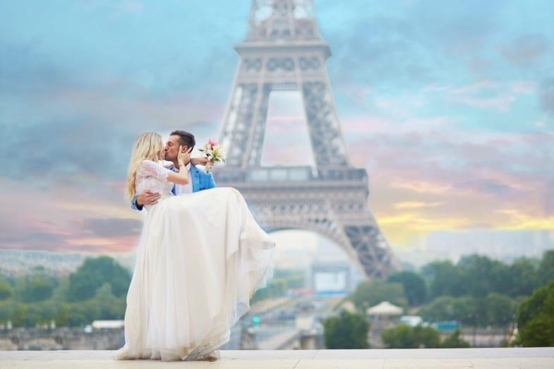 groom and bride in paris