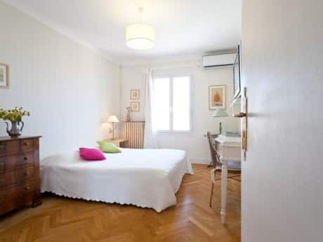 bedroom in teacher's flat in nice french riviera immersion