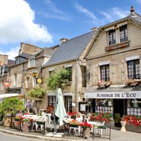 Discover Jugon-Les-Lacs – Histoire en Français Facile