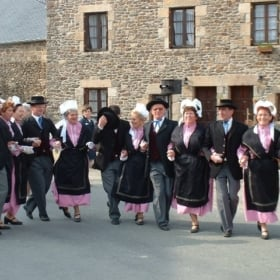 La Danse Bretonne – A Learn French In Context Bilingual Story
