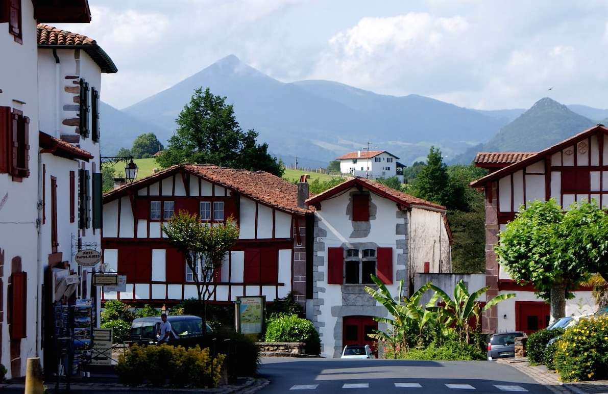 Ainhoa pays basque french immersion in france