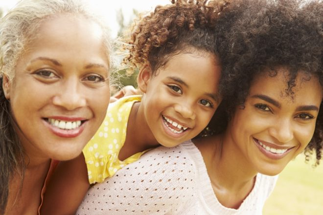 several generations of women age in French