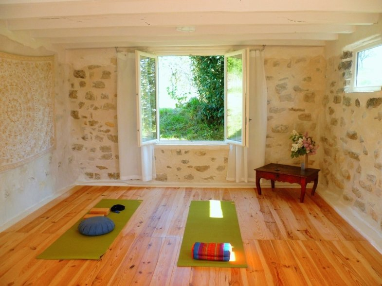 french yoga class vocabulary practice immersion in france