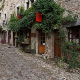 Visiting Pérouges – French Story + Translation