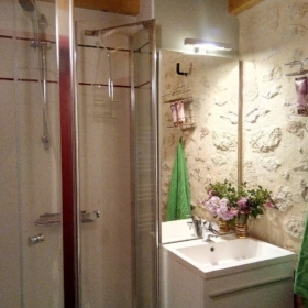 learn french immersion france bordeaux bathroom