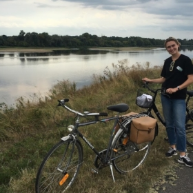 🚲 Bike Ride By the Loire River – French Story + Translation