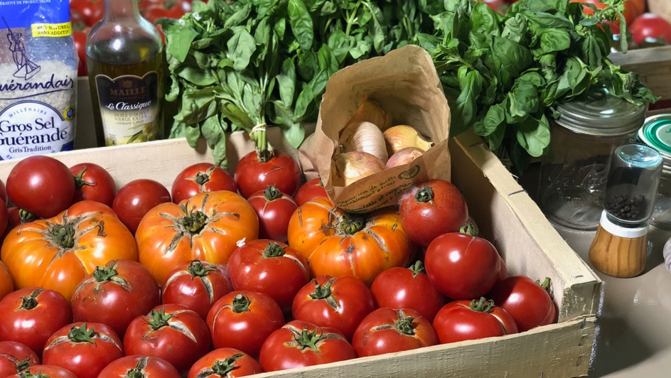 Ingredients for tomato sauce jars