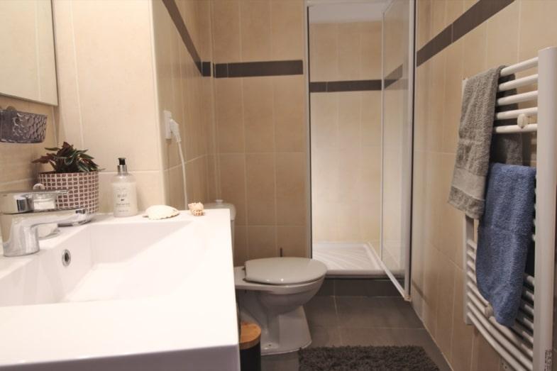 french immersion france avignon student bathroom