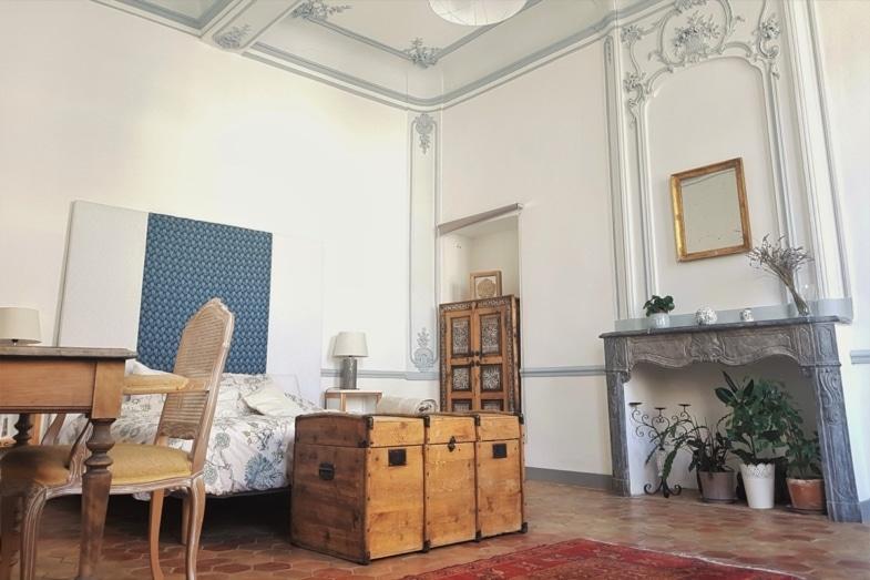 french immersion france avignon student bedroom
