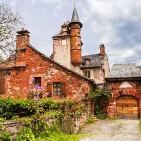 Collonges-la-Rouge - learn french immersion homestay dordogne