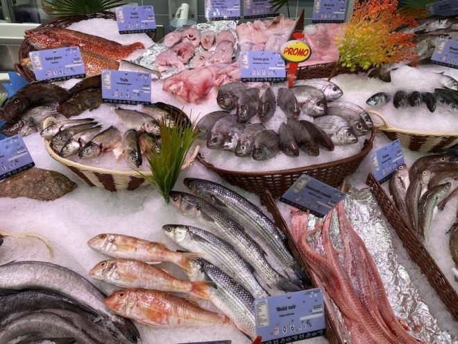 pictures of fish with french name tags and prices