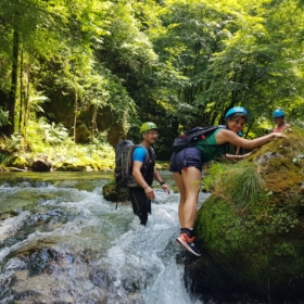 🥾 Water-Hiking in France – French Story + Translation