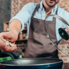 """How to Say """"to Cook"""" in French: Cuire, Cuisiner, Faire la Cuisine?"""
