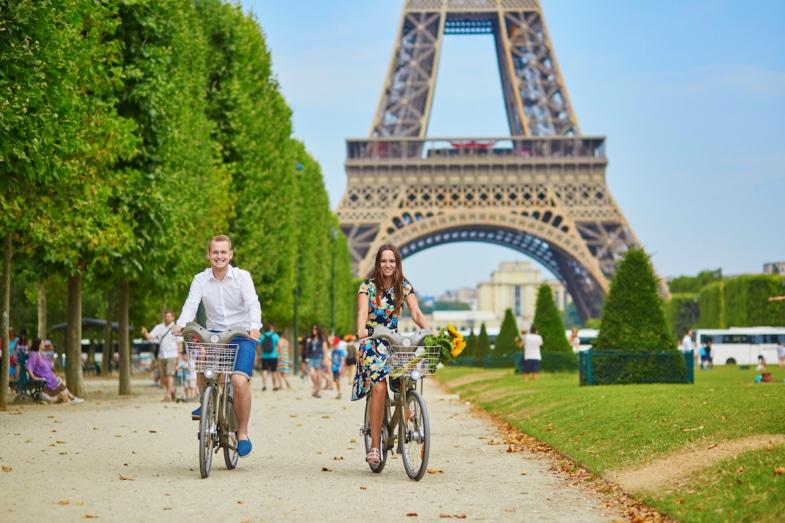 couple riding bike in paris