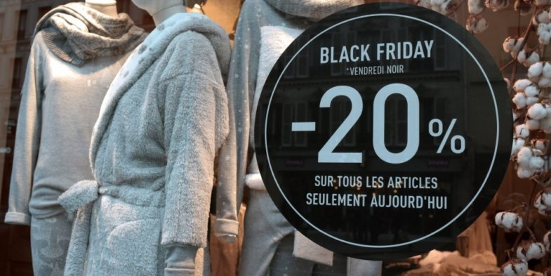 retail store in France black friday sign